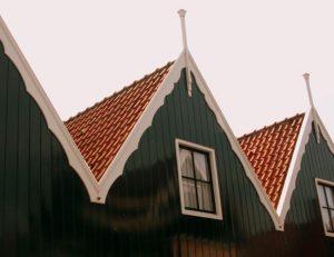 Gevel schilderen voor een project in Volendam